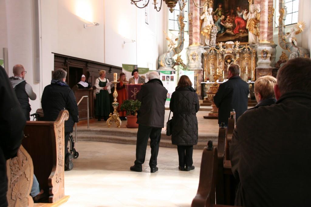 """18 Gruppen ließen sich durch die Ausstellung """"Frauen der Reformation"""" in Weiden führen"""