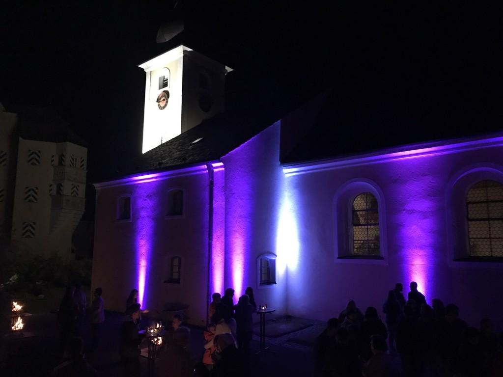 Die Ägidienkirche in Thumsenreuth in ganz besonderem Licht (Foto: Kirchengem. Thumsenreuth)