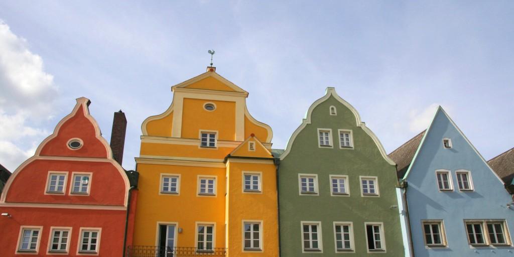 Farbenfrohe Hausfassaden in Neustadt an der Waldnaab (Foto: Götte)