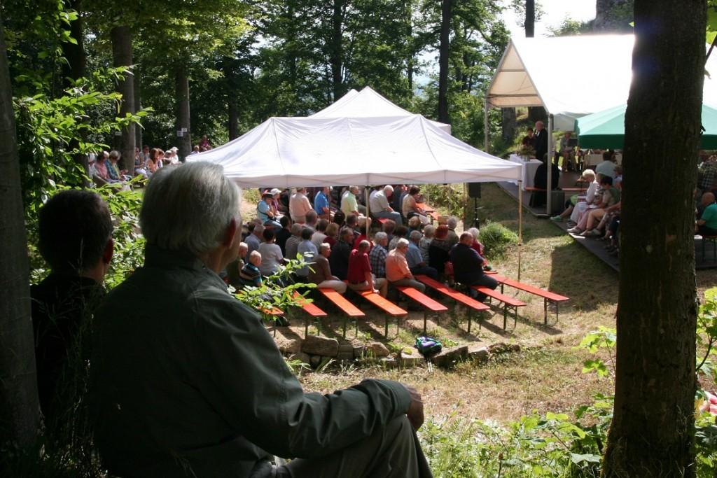 Berggottesdienst an der Burgruine Weißenstein (Foto: Götte)